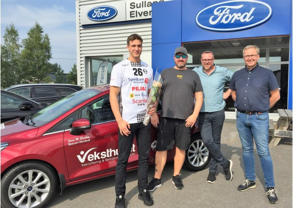 Fornøyde sponsorer og håndballspiller for Elverum håndball